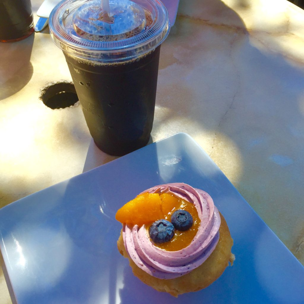 Iced coffee & a cupcake to end an impromptu al fresco lunch on a Friday
